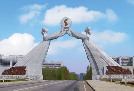 Monument_to_Three_Charters_for_National_Reunification