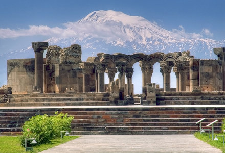 Armenia_zvartnots_cathedral_and_ararat